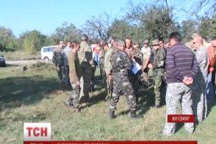 """Досвідчені бійці батальйону """"Полісся"""" вчать житомирських чоловіків боронити своє місто"""