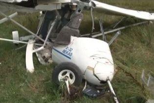 Біля Львова впав двомісний літак (відео)