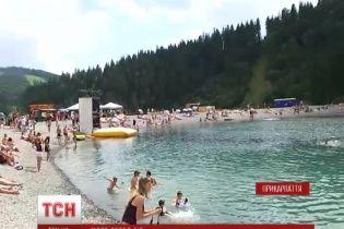 """В """"Буковеле"""" появилось искусственное озеро с катамаранами, гидроциклами и водными лыжами"""