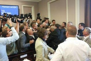 В Киевсовете депутаты подрались из-за земельных вопросов
