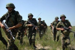 В анексованому Криму до кордону з Україною демонстративно прибуло 15 вантажівок з військовими РФ