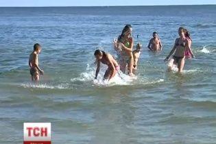 На Миколаївщині діти, які втекли від війни на Донбасі, вперше побачили море