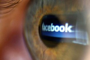 Вчені встановили зв'язок між Facebook і тривалістю стосунків