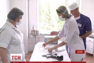У Харкові лікарі змінили шурупокрути на нове обладнання завдяки допомозі бізнесменів