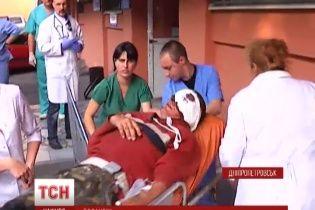 У Дніпропетровську лікарі борються за життя 13 бійців, поранених під Зеленопіллям