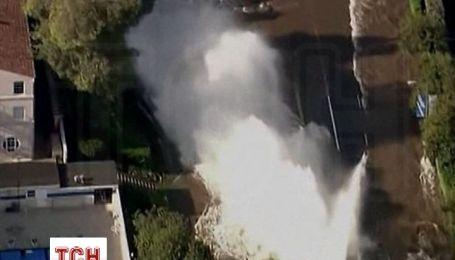 Прорив водогону на бульварі Сансет у Лос-Анджелесі спричинив справжню повінь