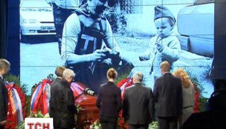 Загиблого в зоні АТО російського журналіста з пафосом поховали в Москві