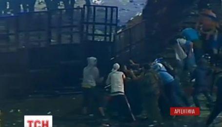 Болельщики устроили в аргентинской столице массовую драку с полицейскими