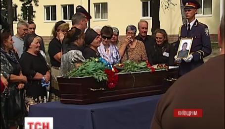 В Україні провели в останню путь сімох  героїв