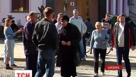 Мешканці Вашківців перекрили трасу, вимагаючи її ремонту