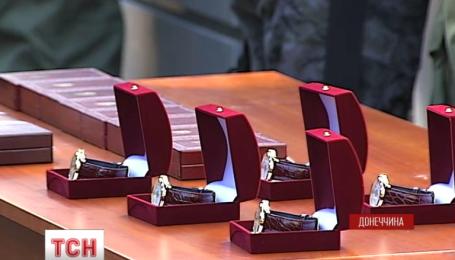 Аваков и Турчинов наградили добровольцев Антитеррористической операции
