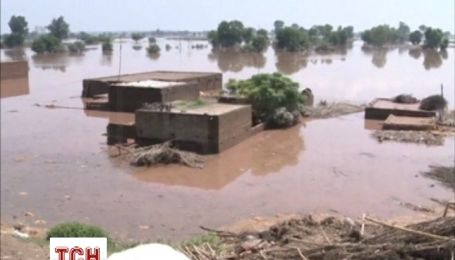 Сотні людей загинули від повеней в Індії і Пакистані