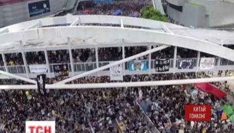 Истекают последние часы ультиматума китайских протестующих