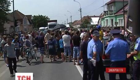 """Трасу """"Київ-Чоп"""" блокують вже другу добу"""