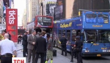 В Нью-Йорке столкнулись два двухэтажные автобусы
