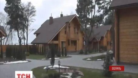 Активісти знайшли шість маєтків, які можуть належати Януковичу