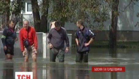 На Північному сході Боснії і Герцеговини вода залила сотні будинків