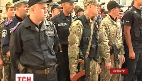 200 житомирских милиционеров, месяц служивших в зоне АТО, вернулись домой