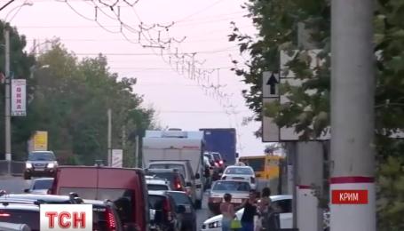 Затор на Керченську переправу сягнув 10 кілометрів