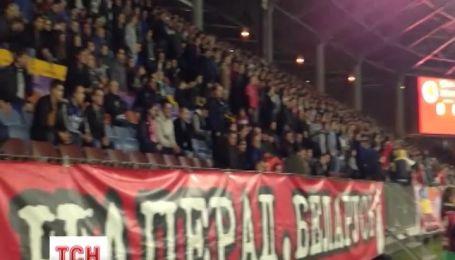 У Білорусі затримали понад 100 українських фанатів за пісню про Путіна