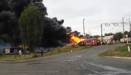 Очевидцы сняли пожар на месте взрыва вагона на Черкасщине