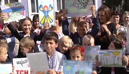 Тысячи школьников морально и материально поддерживают украинских бойцов