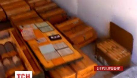Огромный арсенал оружия нашли в заброшенном доме в Павлограде на Днепропетровщине