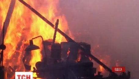 В Одессе утром загорелись помещения деревообрабатывающего завода