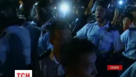 В Гонконге вновь вспыхнули столкновения между полицией и протестующими