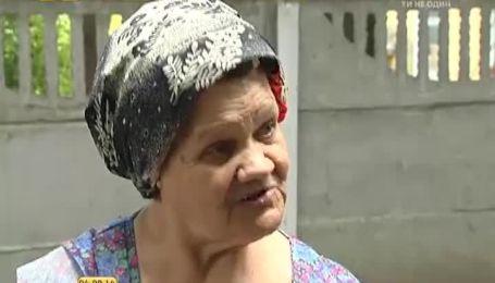 Деякі українці звикли викидати сміття через вікно