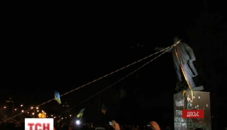 У Харкові почалися роботи з відновлення пам'ятника Леніну