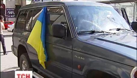 Добровольці з Львівщини  передали ключі від позашляховика воякам з батальйону «Айдар»