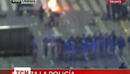 Аргентинській поліції довелося заспокоювати розлючених футбольних фанів