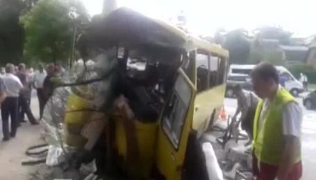 16 человек получили ранения при аварии маршрутки в Киеве
