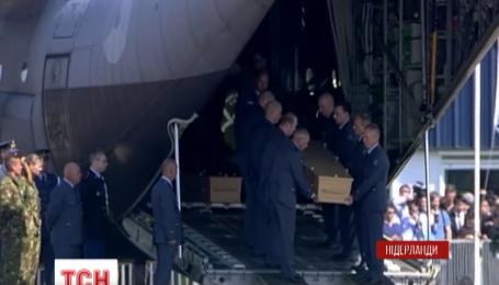 В Нидерландах прощаться с погибшими в авиакатастрофе Боинга, приехала королевская семья