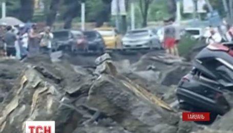 У Тайвані у повітря злетіли кілька вулиць міста Гаосюн