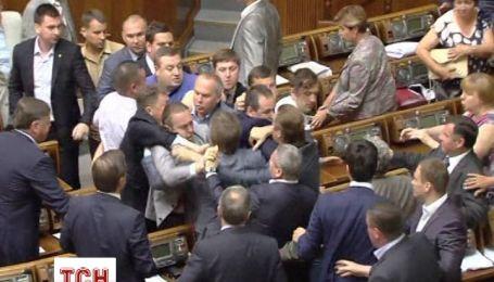 В ВР после выступления регионала Николая Левченко подрались нардепы