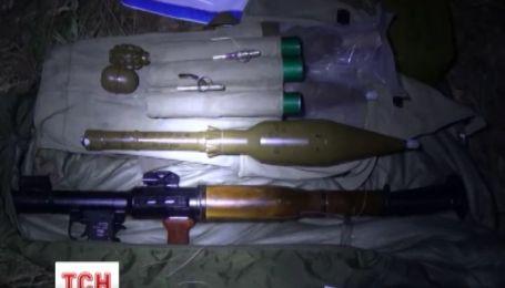 На Киевщине правоохранители откопали арсенал оружия