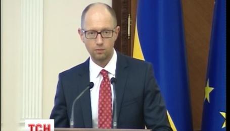 Быть готовыми к испытаниям призвал украинцев премьер Арсений Яценюк