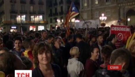 В Барселоне несколько тысяч человек вышли требовать референдума о независимости Каталонии