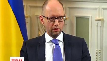 """Яценюк требует от олигархов """"отдавать деньги"""""""