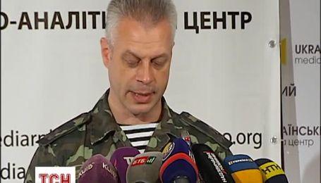 Росія продовжує вести бої на стороні терористів і постачати їм техніку