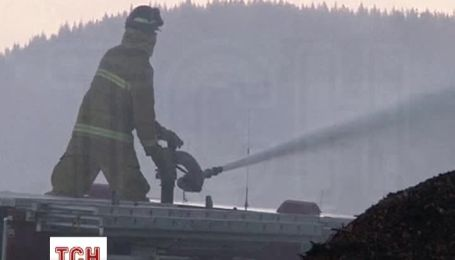 Лесные пожары в Калифорнии испепеляют частные дома