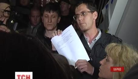 Харківські активісти принести Кернесові заяву про відставку