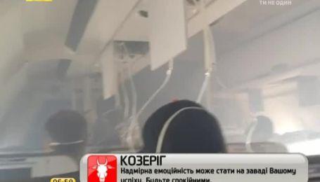Интернет-пользователей поразили бесстрашные пассажиры задымленного самолета