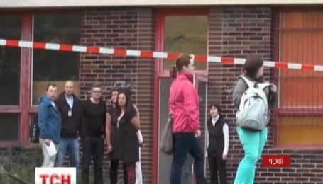 У Чехії 26-річна жінка із ножем та напала на учнів школи