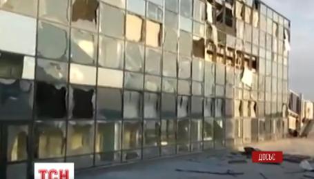 Донецький аеропорт терористи обстрілюють із важкої артилерії