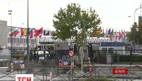 НАТО готове допомагати Україні, але поки не зброєю