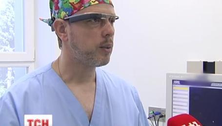 У Києві провели операцію за допомогою окулярів-комп'ютера