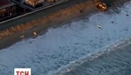 На южном побережье Калифорнии бушуют гигантские волны